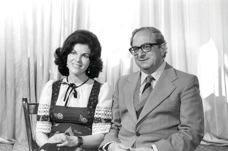"""יצחק נבון עם אשתו הראשונה אופירה ז""""ל . משה מילנר, לע""""מ"""