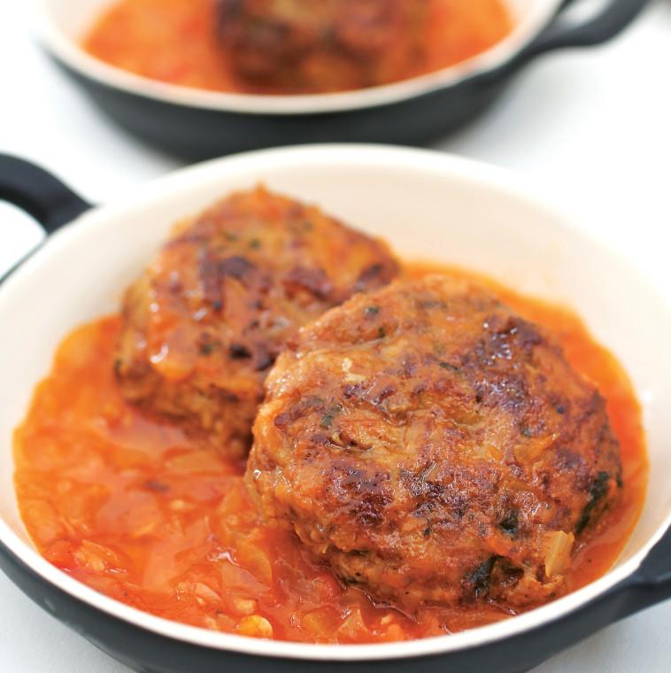 קציצות בשר ברוטב עגבניות. צילום: דרור כץ