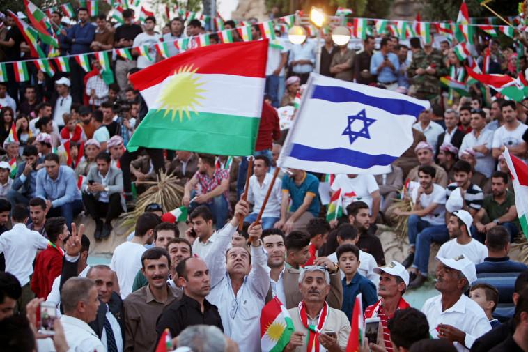 כורדים מניפים את דגל ישראל. צילום: רויטרס