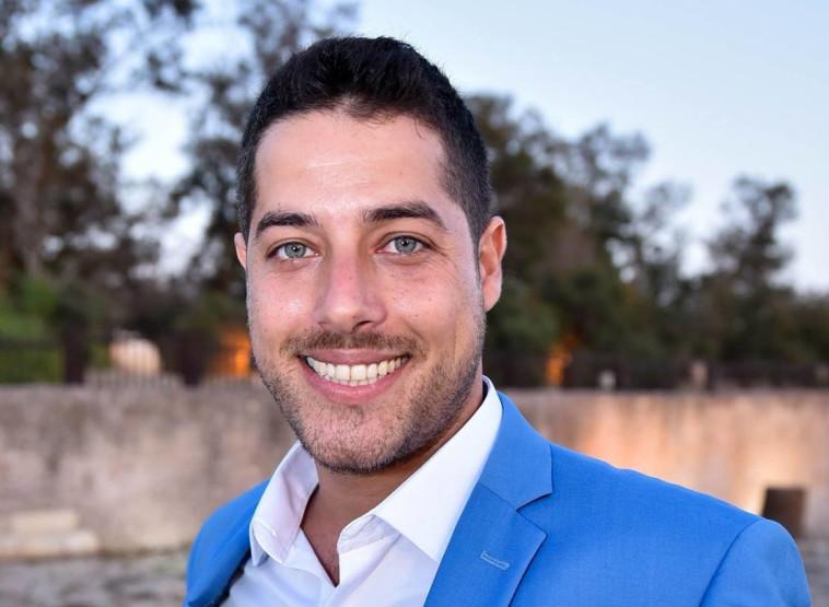 טום מודן מורה לתקשורת וקולנוע רשת גימנסיה. צלם : אלכס ארט