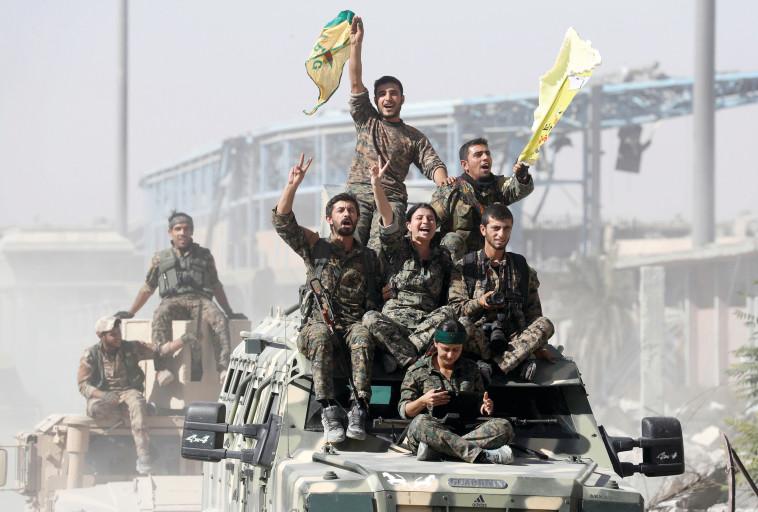 כוחות צבא סוריה החופשית משחררים את א-רקה. צילום: רויטרס