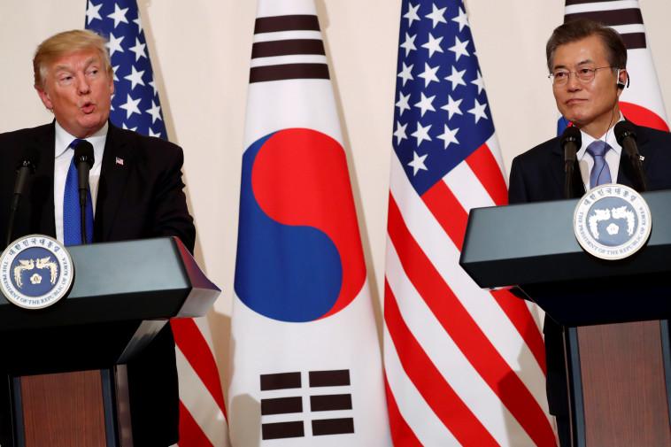 מון ג'ה אין ודונלד טראמפ. בקוריאה הדרומית מודאגים. צילום: רויטרס