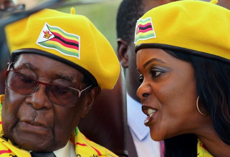 רוברט מוגאבה ואשתו גרייס. צילום: רויטרס