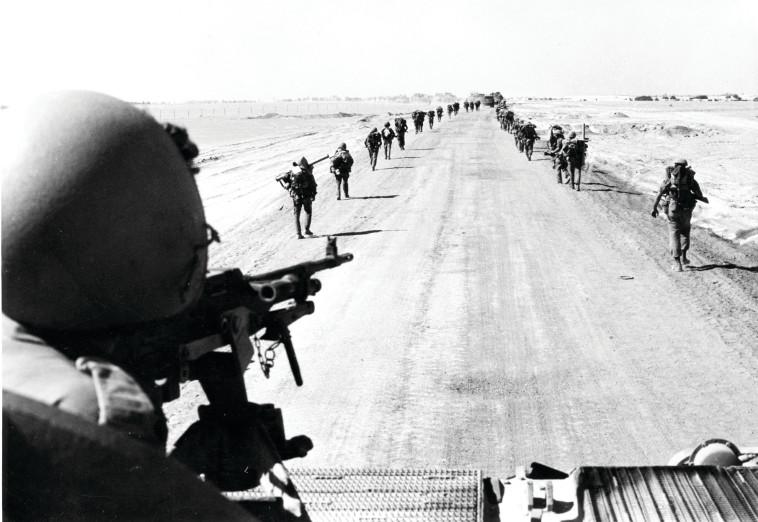"""חיילי צה""""ל בחצי האי במלחמת יום כיפור. צילום: ארכיון צה""""ל"""