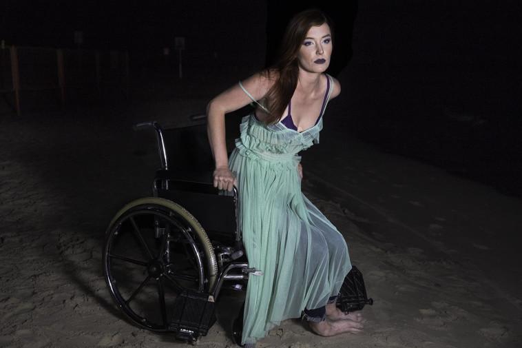 בת הים הקטנה אחרי תאונת דרכים. נסיכות דיסני - גרסת המציאות. צלם : אלעד דימנט