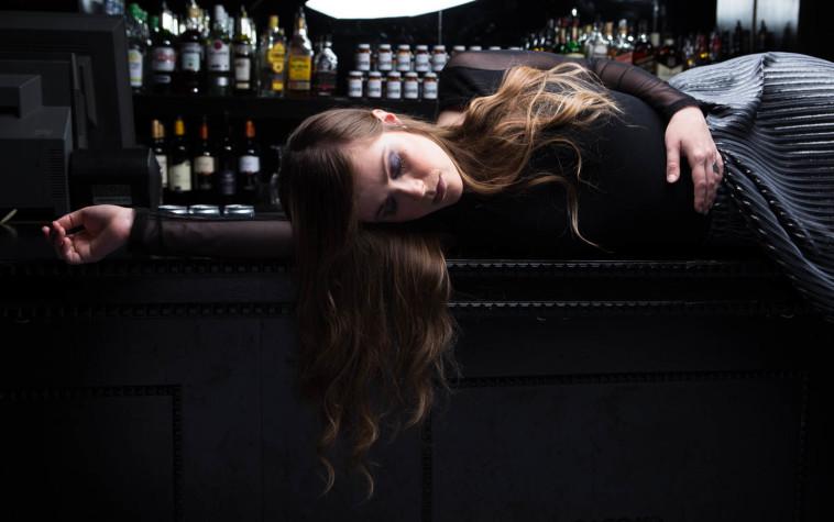 היפהפייה הנרדמת על סם אונס. נסיכות דיסני - גרסת המציאות. צלם : אלעד דימנט