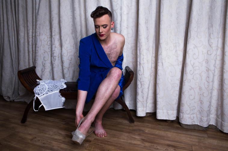 סינדרלה היא בעצם גבר. נסיכות דיסני - גרסת המציאות. צלם : אלעד דימנט