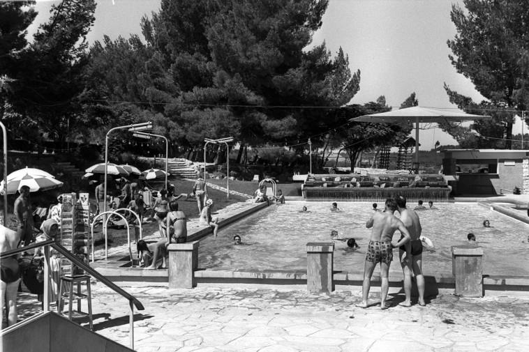 """מלון 'דיפלומט' בתחילת דרכו, צילום: משה פרידן, לע""""מ"""