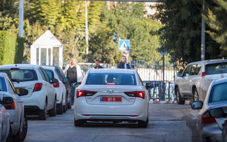 """חוקרי המשטרה במעון רה""""מ. צילום: מרק ישראל סלם"""