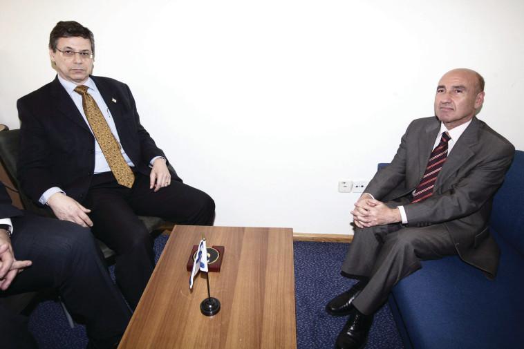דני אילון עם השגריר הטורקי. צילום: יוסי זמיר, פלאש 90