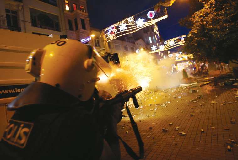 המחאה ההמונית באיסטנבול ב-2013. צילום: רויטרס