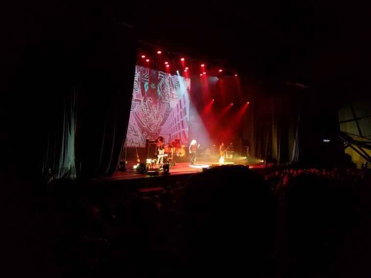 למונט ולהקתו על הבמה בחיפה. צילום: עומר קפושצ'בסקי