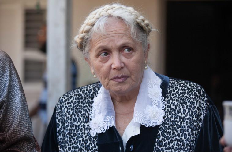 מירי אלוני, להרוג את סבתא. באדיבות יס