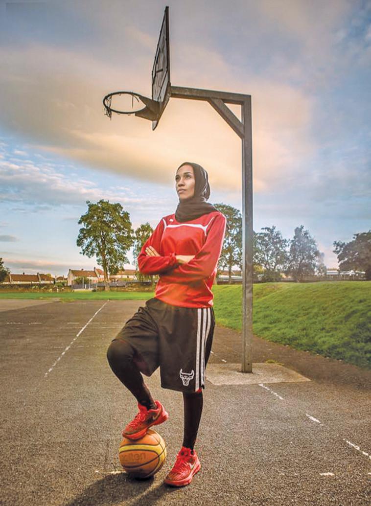 הביאה לביטול האיסור על חבישת חיג'אבים במהלך משחקי כדורסל. צילום: קארן מנדאוו