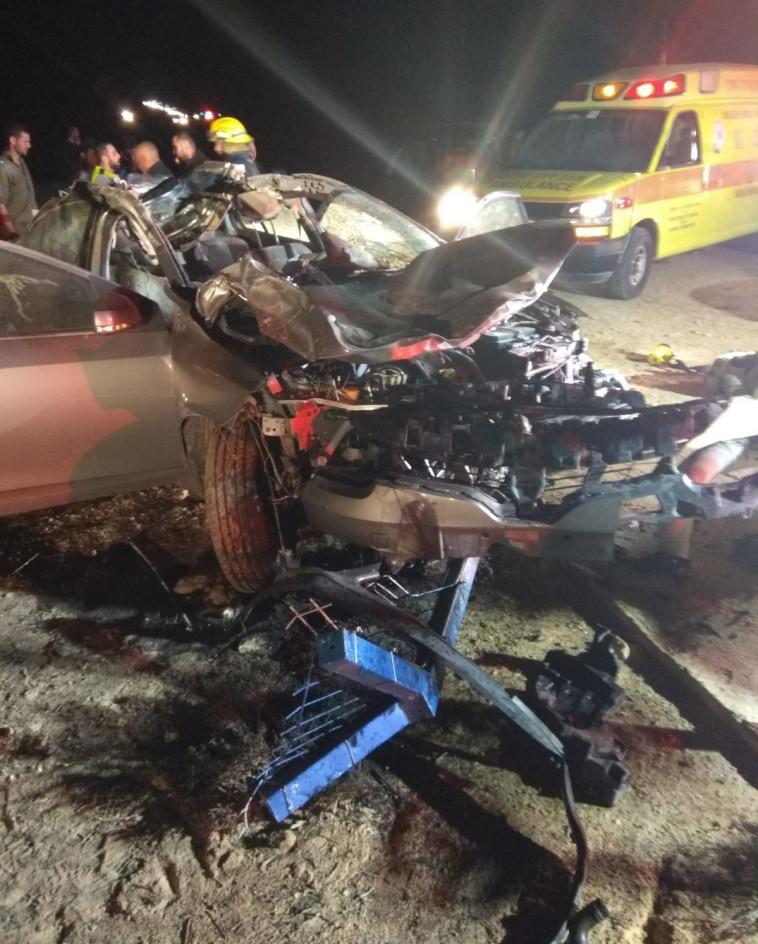 זירת התאונה בנגב. צילום: דוברות כבאות דרום
