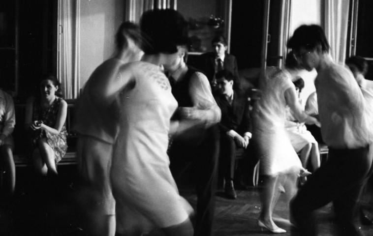 צעירים רוקדים בברית המועצות בשנות ה-60. צילום: russiainphoto.ru