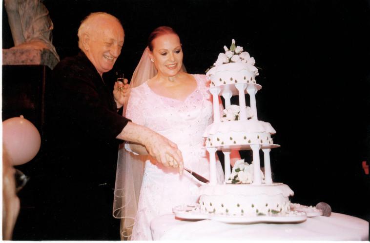 יעקב אגמון וגילה אלמגור בחתונתם. צלם : אמיר מאירי