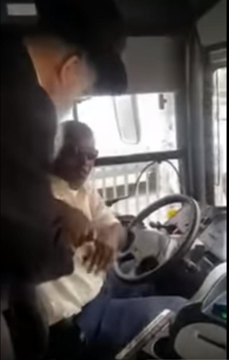 נוסע תוקף נהג אוטובוס, צילום מסך