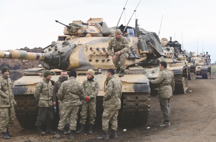 עשרות טנקים טורקים פלשו, שניים נפגעו. צילום: רויטרס