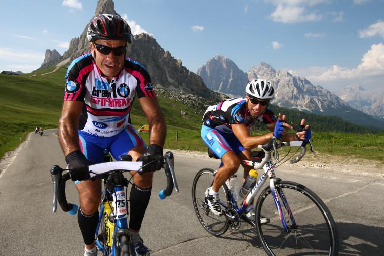 """אבא ובן במירוץ איטליה. מתוך אתר הצילומים של """"טור דה טראנס, אלפ'"""""""