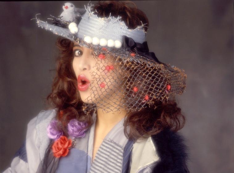 עפרה חזה .מתוך צילומי העבודה על האלבום ימים נשברים 1986