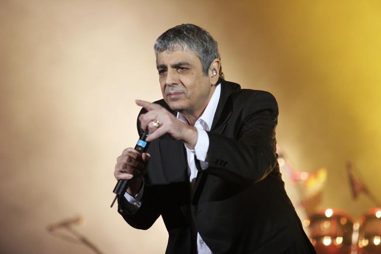 אנריקו מסיאס. אריאל בשור
