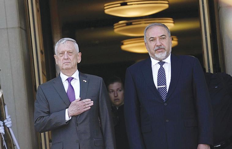 ליברמן ומאטיס בפגישתם בוושינגטון בשבוע שעבר. צילום: AFP