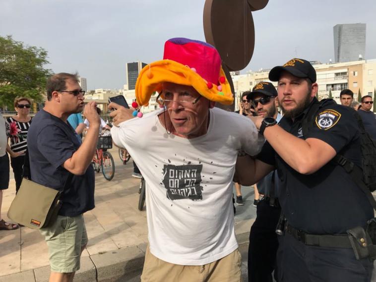 """מעצר מפגינים נגד נתניהו במסלול המרוץ בת""""א. צילום: אבשלום ששוני"""