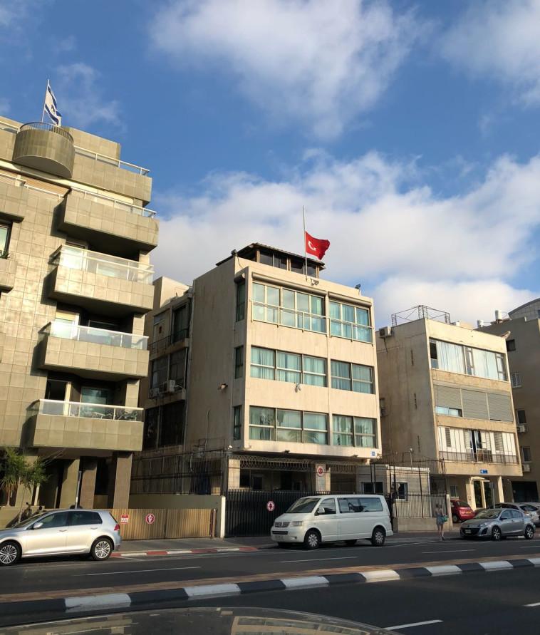 התגרות בלב תל אביב. שגרירות טורקיה, צילום: אבשלום ששוני