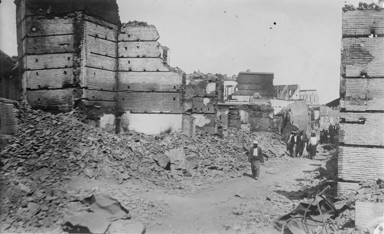 הרובע הארמני של אדנה בזוז והרוס לאחר מעשי הטבח ב-1909