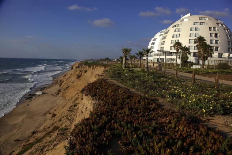 תוכנית לבניית מלון חדש באשקלון סמוך למצוק הים. צילום: אדי ישראל