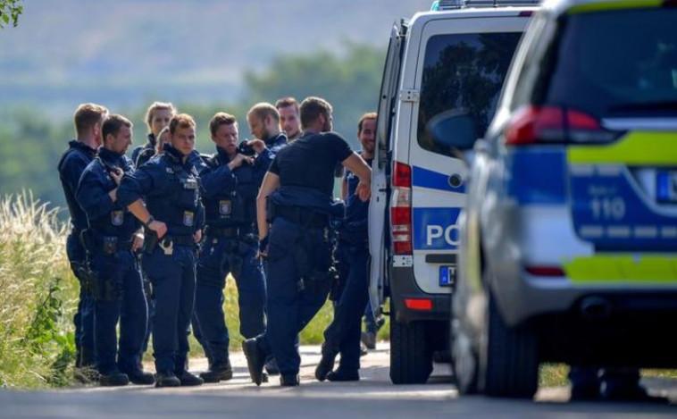 כוחות המשטרה בזירה בה נמצאה הגופה. צילום: רויטרס