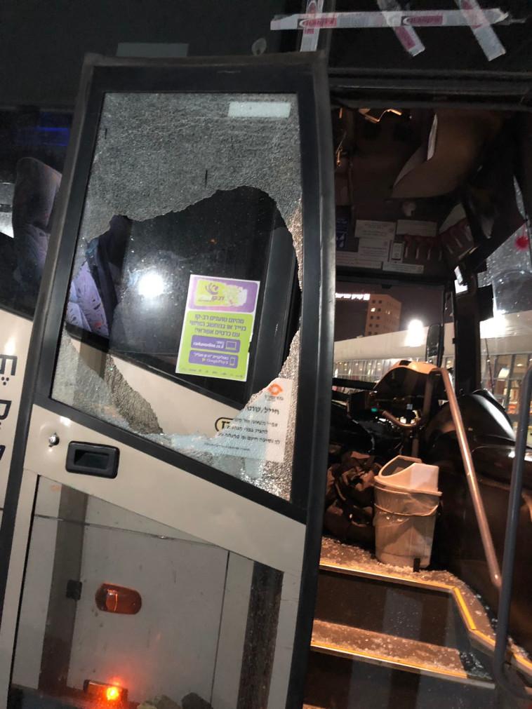 האוטובוס שהותקף בנגב. צילום: מטרופולין