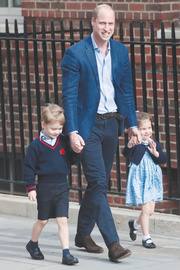 הנסיך וויליאם עם ילדיו, ג'ורג' ושרלוט. צילום: AFP
