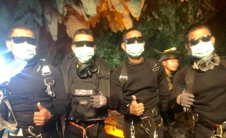 כוח הקומנדו שחילץ את הילדים מהמערה. צילום מסך
