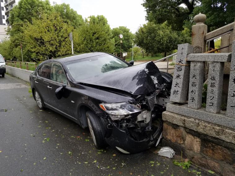 רכב שנפגע בטייפון ג'בי ביפן. צילום: לירן לוי