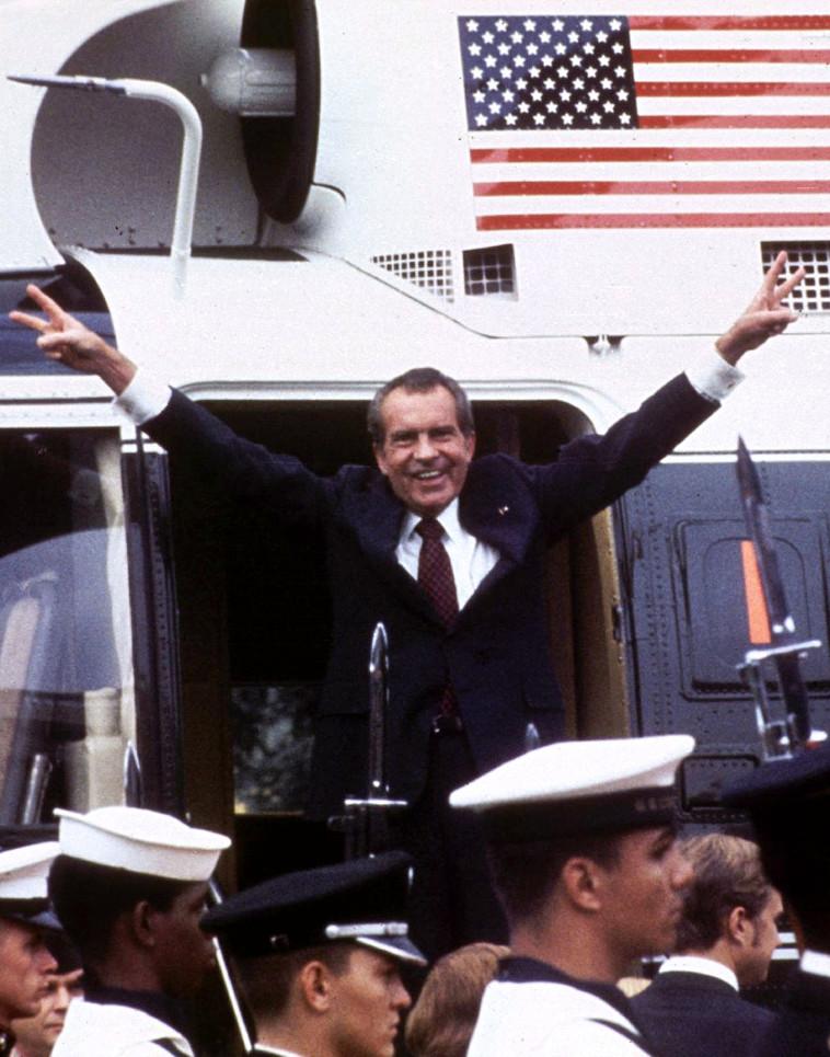 ריצ'רד ניקסון עוזב את הבית הלבן אחרי שהתפטר