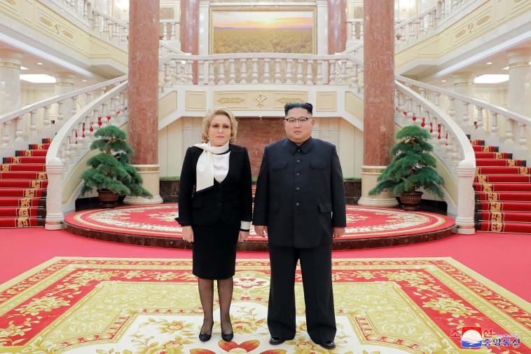קים והבכירה הרוסית, צילום: רויטרס