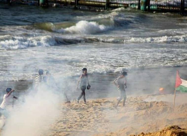ירי גז מדמיע בעזה. צילום: רשתות ערביות
