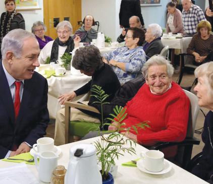 נתניהו מבקר את הקשישים