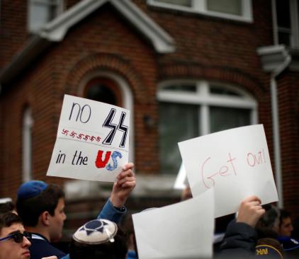 הפגנה מול ביתו של פאליג