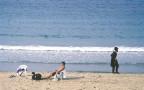 חרדי וחילוני בחוף תל אביב