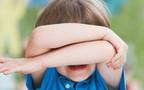 ילד מכסה את הפנים, צילום אילוסטרציה