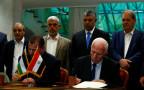 רגעי החתימה על ההסכם בין פתח לחמאס
