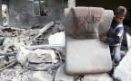 אוספים את ההריסות אחרי התקיפה במזרח דמשק