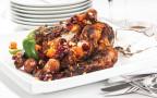 עוף ממולא באורז, פירות יבשים ותבלינים מתוקים