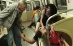 זקן הפריע לזוג באמצע הסקס ברכבת