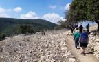מטיילים בגן לאומי ידפת העתיקה