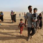 אזרחים חוזרים לכפרים ששוחררו באזור מוסול