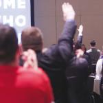 """הצדעה במועל יד בכנס של  """"אלט רייט"""" בוושינגטון"""